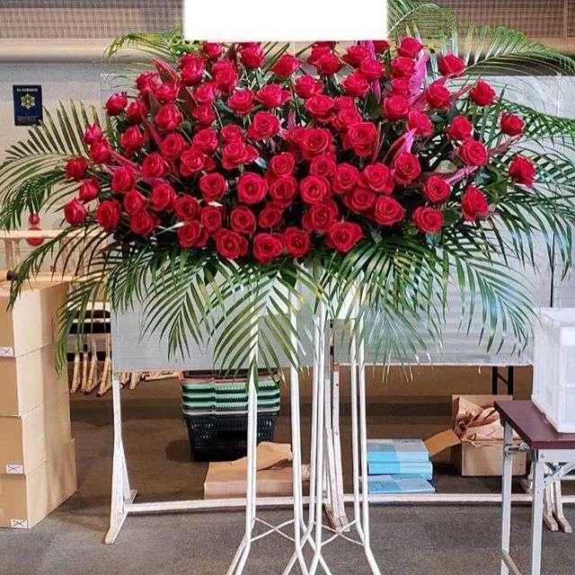 仙台サンプラザへ赤薔薇のお祝スタンドを納品してきました!