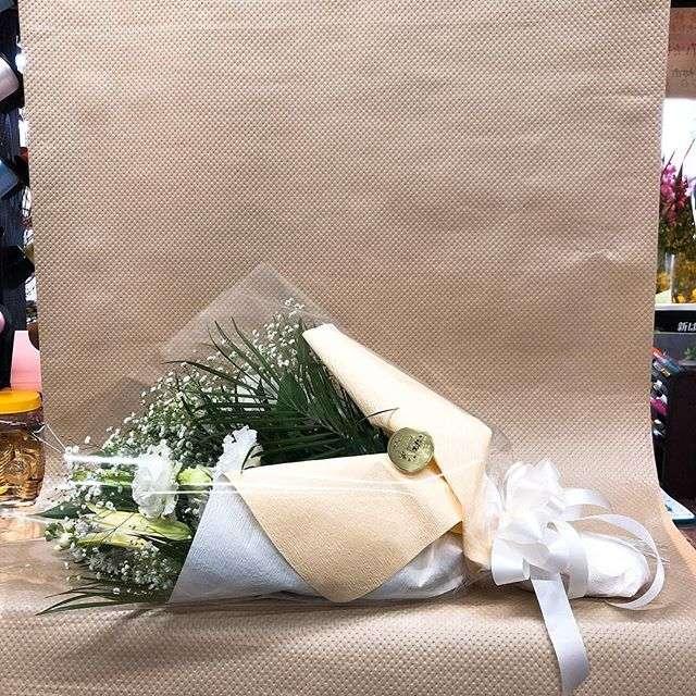 洋花のお供え仏花をお届けしました!